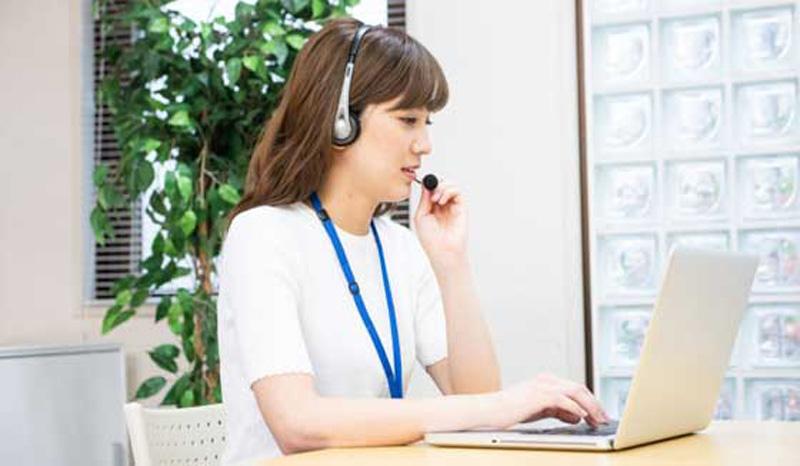 オンライン英会話スクールを受講する女性